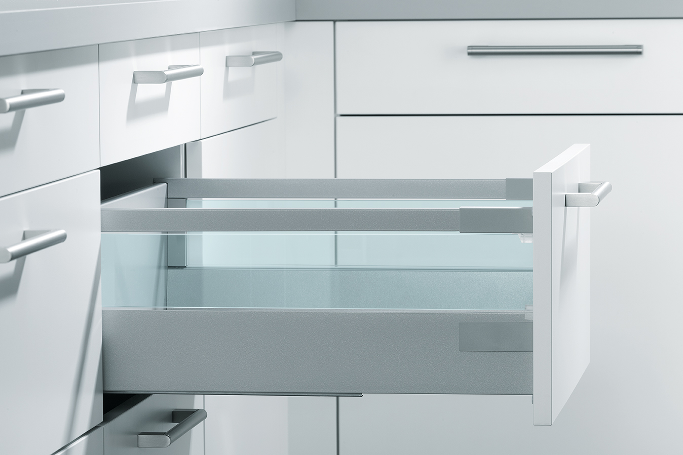 Pull-Out with Toughened Glass Boxside | Schuller by Artisan Interiors